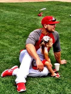 Matt Holliday and his little girl! Aww!