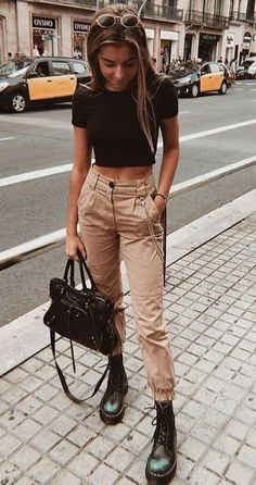 Ein Volta das Calças Cargos - A Volta das Calças Cargo – Sieht aus wie Com Calça Cargo, sieht aus wie Calça Utilitária, sie - Trend Fashion, Teen Fashion Outfits, Edgy Outfits, Cute Casual Outfits, Mode Outfits, Retro Outfits, Look Fashion, Vintage Outfits, Girl Outfits