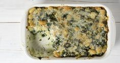 Gnocchi gratin with broccoli and spinach by Greek chef Akis Petretzikis. A delicious, comforting recipe that you can also make with your own homemade gnocchi! Spinach Recipes, Raw Food Recipes, Nutrition Chart, Processed Sugar, Good Fats, Light Recipes, Gnocchi, Broccoli, Food And Drink