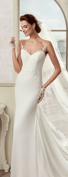 Colet ivory mermaid gown, in chiffon with rebrodè beading lace and chantilly lace. Colet 2017 Collection