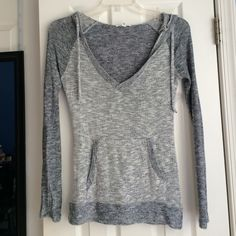 Sweater with good and front pocket Aeropostale Sweater Aeropostale Sweaters