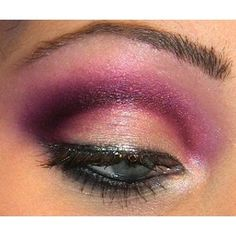 Beautiful blend of lilac, plum, white and brown. The perfect purple smoky eye :)