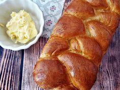 Foszlós kalács a húsvéti asztalra Sweet Desserts, Banana Bread, Food, Essen, Meals, Yemek, Eten