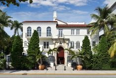 The three-story building was originally built as an apartment complex by Mayflower descendant and Standard Oil heir Alden Freeman in 1930. - TownandCountrymag.com