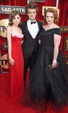 Joe Keery Photos - (L-R) Actors Natalia Dyer, Joe Keery and Shannon Purser attend The Annual Screen Actors Guild Awards at The Shrine Auditorium on January 2017 in Los Angeles, California. - The Annual Screen Actors Guild Awards - Red Carpet Natalie Dyer, Shannon Purser, Stranger Things Actors, Sag Awards, Awards 2017, Joe Keery, Bridesmaid Dresses, Wedding Dresses, Swagg