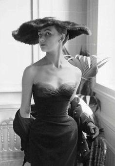 Pocket: 34 Never-Before-Seen Fashion Photos That Captured the Lavish and Iconic Gowns of Christian Dior from the 1950s and 1960s