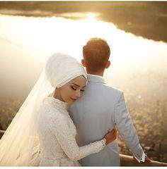 Bridal Hijab, Muslim Wedding Dresses, Muslim Brides, Wedding Hijab, Headpiece Wedding, Wedding Photography Poses, Wedding Poses, Wedding Couples, Wedding Bride