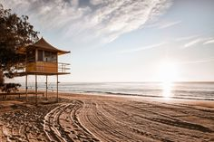 Stunning sunrise over the ocean at Gold Coast, Australia Australia House, Gold Coast Australia, Sunrise, Wanderlust, Country Roads, Ocean, Cabin, House Styles, Cabins