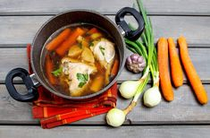 Super Immune-Boosting Chicken Bone Broth Making Bone Broth, Vinegar Chicken, Homemade Bone Broth, Fresh Eats, Canned Food Storage, Poultry Seasoning, How To Cook Rice, Convenience Food, Canning Recipes