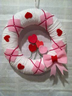 Yarn wreath Valentines Day 10 by SweetCello on Etsy