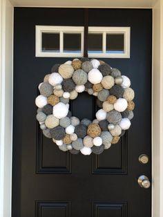 icu ~ Pin on Vianoce ~ Handmade Winter Yarn Ball Wreath with a hint of Sparkle. Home Decor. Pom Pom Wreath, Diy Wreath, Ornament Wreath, Wall Ornaments, Silver Ornaments, Wreath Crafts, Handmade Christmas Decorations, Handmade Home Decor, Christmas Crafts
