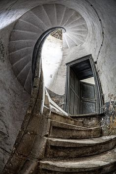 Spiral staircase at Chateau de la Source, abandoned castle in Luxemburg. By Jean-claude Berens. I miss seeing a castle everyday! Luxemburg was great! Abandoned Castles, Abandoned Mansions, Abandoned Buildings, Abandoned Places, Haunted Places, Stairway To Heaven, Amazing Architecture, Architecture Design, Stair Steps