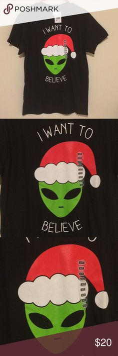 Santa Alien Christmas Tshirt BRAND NEW! - 100% preshrunk cotton - unisex size medium Tops Tees - Short Sleeve