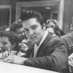 Best 100 Elvis Presley Photos Ever – Elvis Presley Elvis Presley Hawaii, Elvis Presley Army, Elvis Presley Movies, Elvis And Priscilla, Priscilla Presley, Hollywood Actor, Old Hollywood, Hollywood Actresses, Classic Hollywood