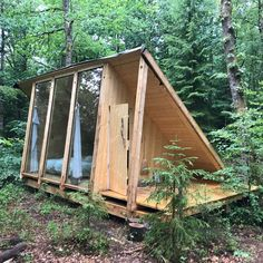 Utroligt sted i den svenske skov! Incredible place in the Swedish forest! Tiny Cabins, Tiny House Cabin, Tiny House Living, Tiny House Design, A Frame Cabin, A Frame House, Cabins In The Woods, Future House, Outdoor Living