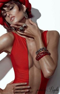 Australian Millionairess Style -Red Hot Glamour & Accessories  Regilla ⚜