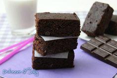 Buonissimi dolcetti americani particolari perché cioccolatosi e appiccicosi al punto giusto. I brownies sono molto versatili comedolcetti si possono