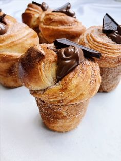 Cinnamon- Sugar Cruffins with Nutella – peaches 2 peaches Just Desserts, Delicious Desserts, Yummy Food, Tasty, Baking Recipes, Cake Recipes, Dessert Recipes, Pastry Recipes, Baking Ideas
