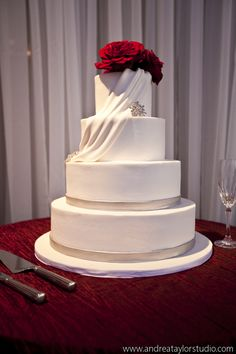 Modern Atlanta Rooftop wedding, red and white color scheme, modern white wedding cake, www.lemiga.com
