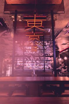 thai design studio PHTAA living design has completed the tokyo hustler restaurant as a blend of traditional japanese culture, anime and industrialization. Japanese Restaurant Interior, Tokyo Restaurant, Japanese Interior Design, Restaurant Interior Design, Top Interior Designers, Chinese Restaurant, Cafe Interior, Best Restaurants In Tokyo, Chinese Bar
