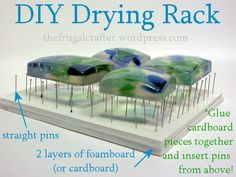 drying rack (or a bed of nails for your project) made up of pins, and foamboard. Great for things like resin.DIY drying rack (or a bed of nails for your project) made up of pins, and foamboard. Great for things like resin. Polymer Clay Kunst, Polymer Clay Tools, Polymer Clay Jewelry, Resin Jewelry, Resin Bracelet, Craft Jewelry, Silver Jewelry, Ice Resin, Resin Molds