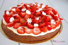 Aardbeientaart met zwitserse room. Een heerlijke zomerse taart op basis van sloffendeeg, zwitserse room en heel veel aardbeien