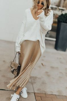 47 Classy And Casual Pleated Skirts Outfits Design Ideas Pleated Skirt Outfit, Metallic Pleated Skirt, Skirt Outfits, Fall Outfits, Pleated Skirts, Denim Skirts, Women's Fashion Dresses, Skirt Fashion, Fashion Boots