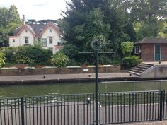 Thames river walk and the lovely Boulter's Lock in #awesomeaugust