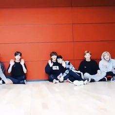 Stray Kids Most iconic vid ending – funny kids Stray Kids Minho, Stray Kids Chan, Stray Kids Seungmin, Felix Stray Kids, Funny Kpop Memes, Kid Memes, Savage Kids, Kpop Gifs, Happy Birthday Video