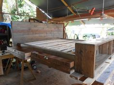 DIY Platform Pallet Bed Plan with Storage | 101 Pallets