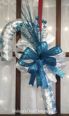 Christmas Candy Cane Decorations, Candy Cane Crafts, Christmas Mesh Wreaths, Christmas Swags, Dollar Tree Decor, Dollar Tree Crafts, Christmas Projects, Holiday Crafts, Wreath Crafts