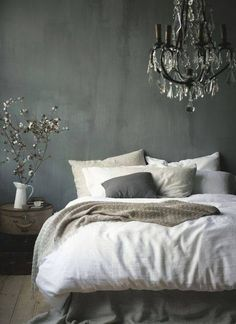 Perfect bedroom decor. This is exactly what I would like to see my new room like. Bliss.