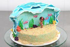 Descubre como decorar una torta infantil de Moana paso a paso. La temática de Disney preferida por las niñas para festejar su cumpleaños.