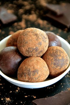Soft, tender, and loaded with chocolate flavour, these no-bake chocolate fudge bites taste decadent while being made with good-for-you ingredients.