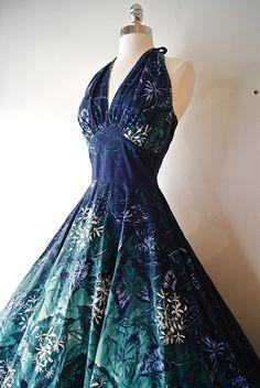 This dress is pure amazingness. Vintage Hawaiian print epic loveliness.
