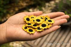 Mini Crochet SunflowerPack. 10pcs included, 9 petals, round black head. This micro flowers pack a healthy kick of energy and freshness!   This