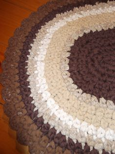 FREE SHIPPING//    NEW//.  Shades of Brown Scalloped by Ragz2Rugs