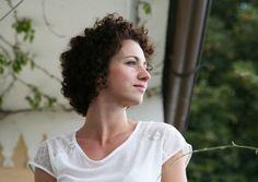 INSIDER PASSAU: VERENA SCHÖNHOFER  Sie begeistert sich für die Strukturen der Natur, die freischaffende Künstlerin Verena Schönhofer. Gleichzeitig verantwortet sie das Programm des Kunstvereins Passau. Ein Rundgang durch die Dreiflüssestadt in Deutschland.