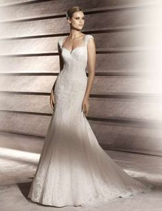 pretty! I usually love strapless dresses, but this is different...I like!