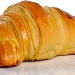 Receita de Brisas do Tâmega   Doces Regionais Croissants, Portuguese Desserts, Portuguese Recipes, Sweet Recipes, Cake Recipes, Dessert Recipes, Cake Pillars, Croissant Brioche, Sweet Bread