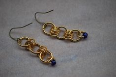Ea-69 Chainmaille earrings, shiny gold-coloured brass links, blue glass seedbead, choose earring findings, lightweight, cheery, Christmasy by Tinord on Etsy