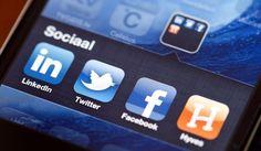 Scholen alert op tweets leerlingen. Zo heeft het Eckartcollege de leerlingen een gedragscode laten tekenen voor het gebruik van communicatiemiddelen. In het leerlingenreglement is vastgelegd dat leerlingen bijvoorbeeld geen contact met medewerkers van school mogen maken via Hyves, voicemail, MSN, sms, Facebook of Twitter.