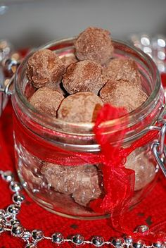 Bailey's-kuler (marsipan+mandler+bailey's, dypp i sjokolade, rull i o'boy) #5ingredients #konfekt #candy #marzipan #almonds #chocolate #nesquick