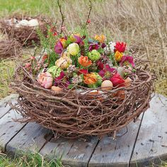 Florist ideas for Easter- Floristikideen zum Osterfest easternest - Spring Flower Arrangements, Beautiful Flower Arrangements, Spring Flowers, Floral Arrangements, Grave Decorations, Flower Decorations, Fireplace Art, Deco Floral, Basket Decoration