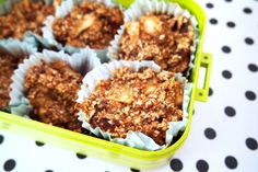 Recept voor vegan, glutenvrije en suikervrije appel&kaneel muffins. Ideaal als ontbijt!