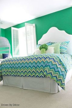 Nice headboard and DIY Custom Bedskirt From Flat Sheet Flat Sheets, Bed Sheets, Farmhouse Blankets, Globe Decor, New Beds, Teen Bedroom, Bedrooms, Couture, Cool Diy