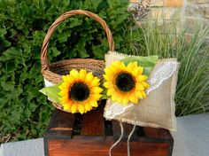 i love me some sunflowers and burlap!
