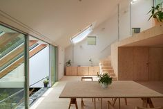 Clever Interiors Make the Most of Steep, Sloped Site in Japan - Curbedclockmenumore-arrownoyes :