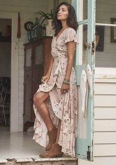Auguste -Valentines Muse Maxi Dress Vintage Blooms Musk-Boho Dress--looks similar to McCall's 7119 Look Boho, Bohemian Style, Bohemian Fashion, Gypsy Style, Hippie Chic, Country Fashion, Bohemian Gypsy, Hippie Masa, Vintage Bohemian