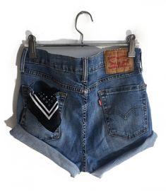 Short Levi's 510 W30  #brandleyvintage #vintageclothing #clothes #tshirt #jeans #levis #shoponline  #outfit #fashion #vintage #conmuchorollo Fashion Vintage, Vintage Outfits, Levi Shorts, Denim, Jeans, T Shirt, Clothes, Women, Kleding